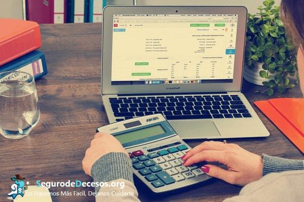 ¿Cómo pagar la cuota del seguro de decesos en España?